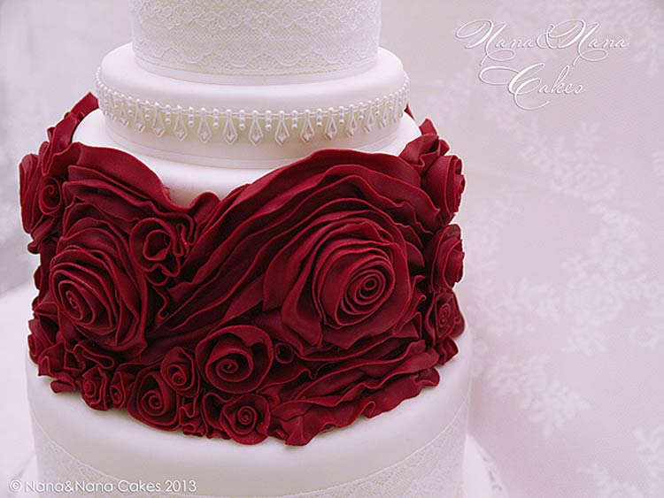 image of red roses on cake