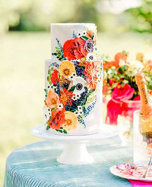 painting-with-food-coloring-on-a-cake